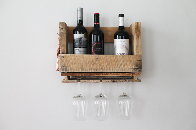 DIY Pallet Wine Shelving01.jpg